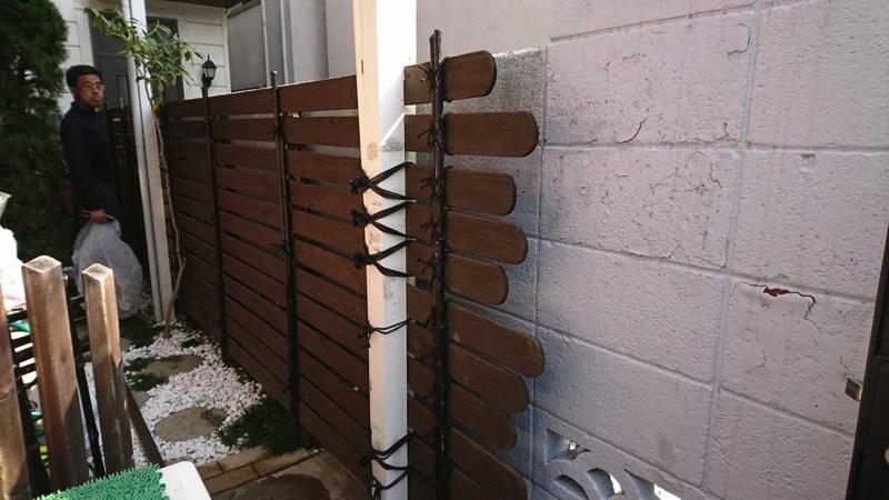 大田区池上の植木屋の焼き杉による木製フェンス設置、実際に耐久性は?