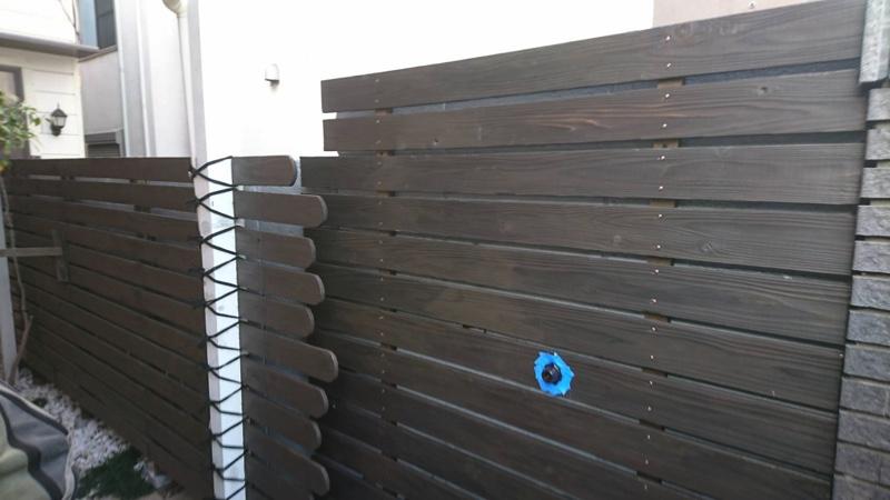 大田区池上の植木屋の焼き杉による木製フェンス設置